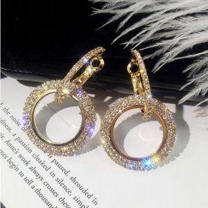 Jewelry - Elegant Round Crystal Gold Earrings